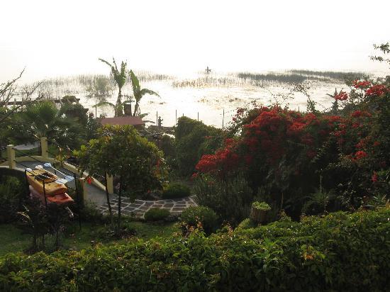 Hotel Sakcari: View towards the lake