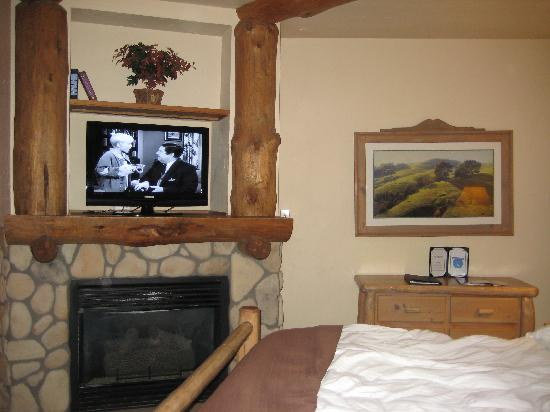 The Lodge at Breckenridge: Room with fireplace