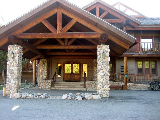 The Lodge at Breckenridge: Front entrance to lodge