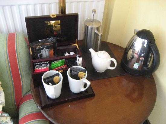 Snooty Fox Hotel: Tea / coffee choice