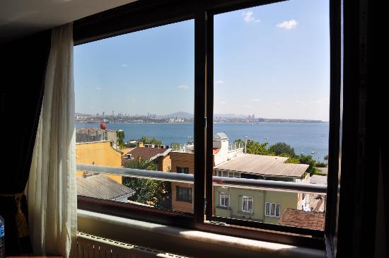 เบสท์เวสเทิร์นพรีเมียร์อะโครพอลสวีสแอ่นด์สปา: Executive Suite Room 505 Front Window