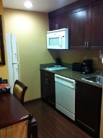 Homewood Suites by Hilton Davidson: Kitchenette