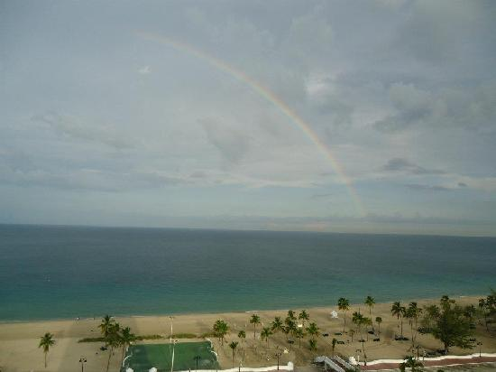 Bahia Mar Fort Lauderdale Beach - a Doubletree by Hilton Hotel: Our Rainbow Welcoming Us - View from room