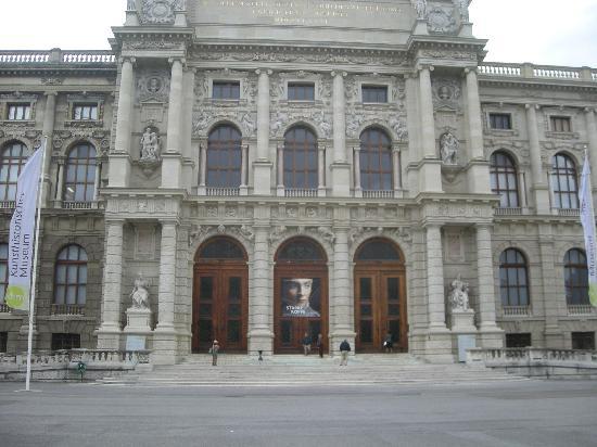 พิพิธภัณฑ์ประวัติศาสตร์คุนสท์: The Entrance