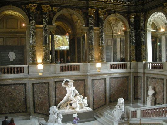 พิพิธภัณฑ์ประวัติศาสตร์คุนสท์: Staircase