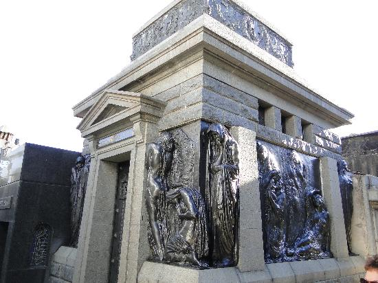 สุสานเรโคเลตา: Un pedazo de panteón