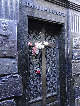 สุสานเรโคเลตา: Tumba de Evita Perón