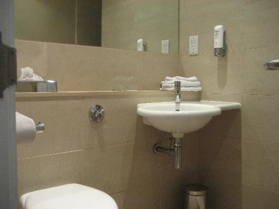 โรงแรมอินเตอร์เนชั่นนั่ลโฮเต็ลเทลฟอร์ด: Bathroom