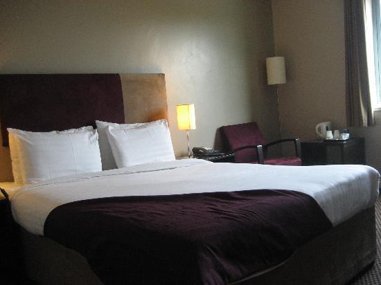 โรงแรมอินเตอร์เนชั่นนั่ลโฮเต็ลเทลฟอร์ด: Room