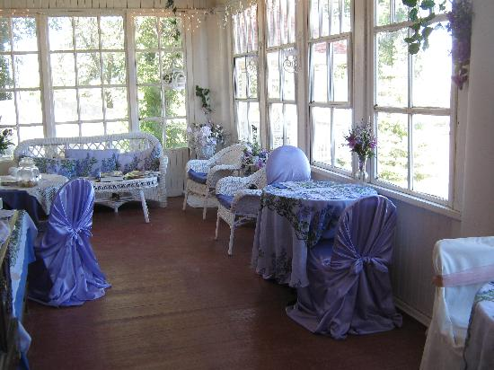 Wakamow Heights Bed and Breakfast: Breakfast on the Verandah