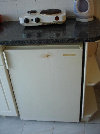 Pothos Apartments: Kitchen???