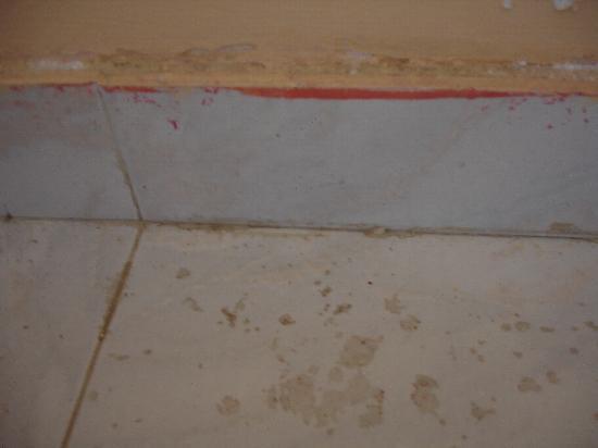 Pothos Apartments: Dirty floor tiles