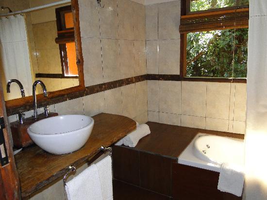 La Aldea de la Selva Lodge: Bañarse viendo la selva es un privilegio