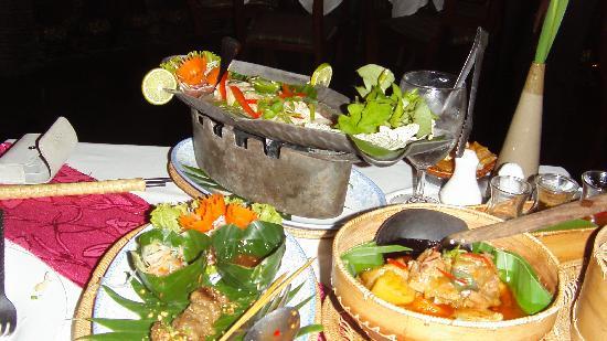 Bopha Angkor Restaurant: Dinner laid out