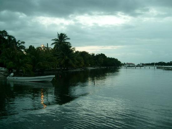 Ally's Guest House Belize: Placencia Lagoon