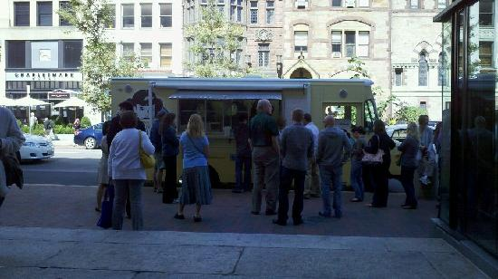 Roxy's Gourmet Grilled Cheese: The line just got longer, but the wait wasn't long!