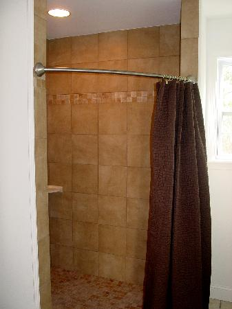 Longnecks: Each bath has granite vanities and large tiled showers.