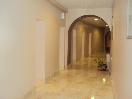 21.-Jujuy-Hotel Termas de Reyes: Spa - corredores