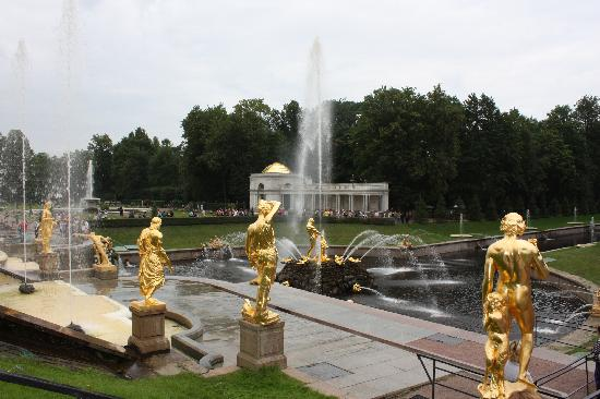 พระราชวังและสวนปีเตอร์ฮอฟ: lateral detail