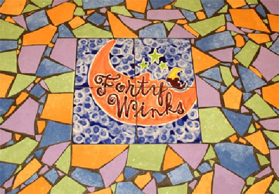Forty Winks Inn: Our patio tabletops. Don't the mosaics add a distinctive touch?