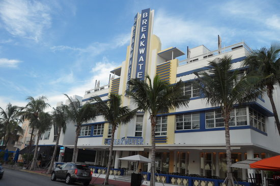 Hotel Breakwater South Beach:                                                       Fachada del Hotel Breakwater