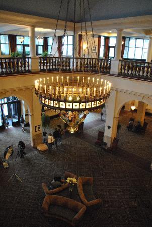 แฟร์มอนต์ ชาโตว์ เลคหลุยส์: Chateau Lobby