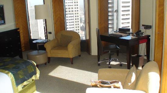 โซฟิเทล เมลเบิร์น ออน คอลลินส์: The Room with Windows On Both Sides