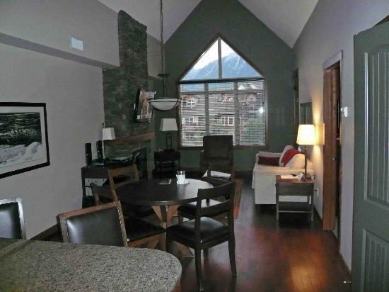 Stoneridge Mountain Resort by CLIQUE: LIVING ROOM