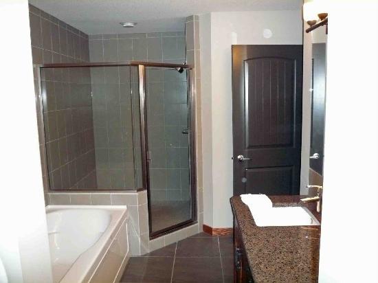 Stoneridge Mountain Resort by CLIQUE: BATHROOM