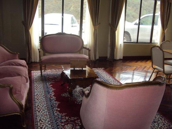 18.-Jujuy-Hotel Termas de Reyes:  sala de lectura