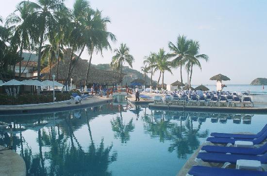 Holiday Inn Resort Ixtapa: Piscinas