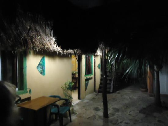 Hotel Casa Tucan: Habitación vista ext. de cabaña