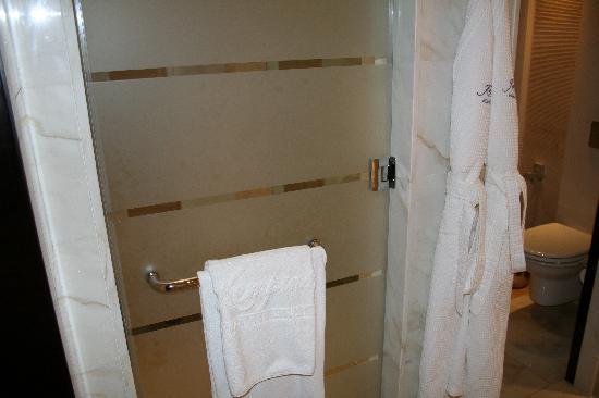 โรงแรมเคมพินสกิมอลล์ออฟดิเอมิเรต: Bathroom
