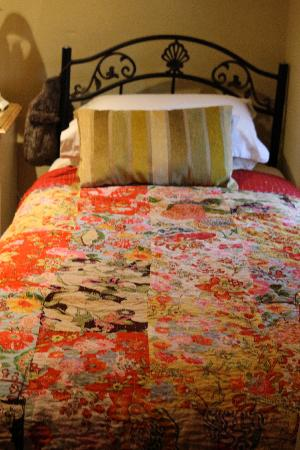 Holly Cottage B&B: bed in twin room