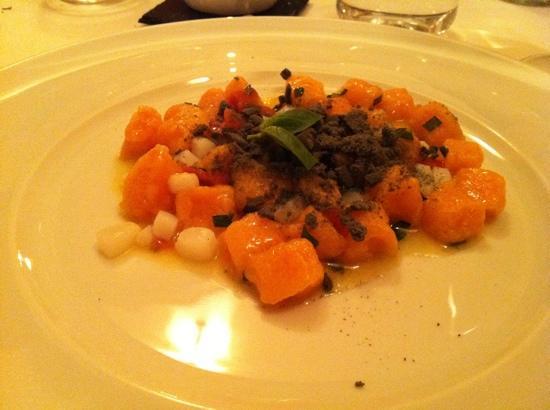 Il Tino: gnocchetti di carota alle seppie e pomodoro affumicato ..divini
