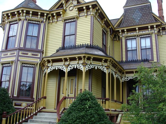 Mansion on Main Bed & Breakfast: Front of house
