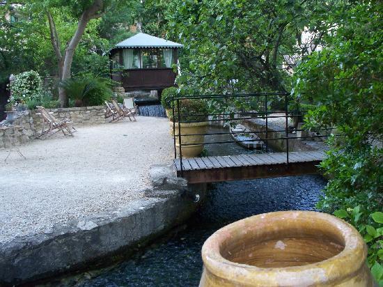 Hotel du Poete property grounds