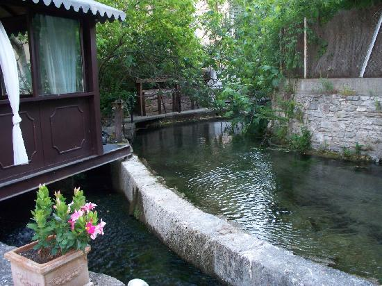 Hotel du Poete: The amazing river sounds surround you!