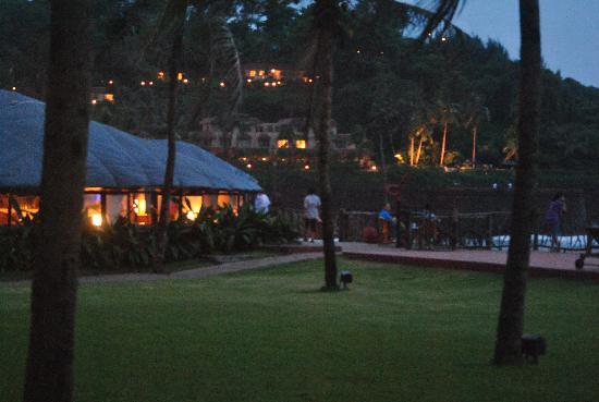 วิวันตา บาย ทัช ฮอลิเดย์ วิลเลจ กัว: Caravela and in the background is Taj fort aguada