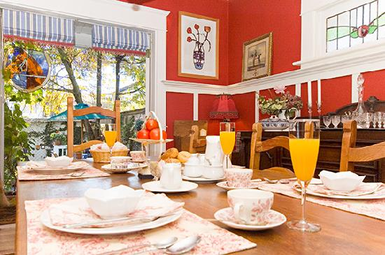 Auld Dublin Guest House: dining room