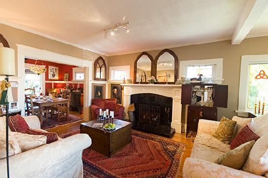 Auld Dublin Guest House: living room