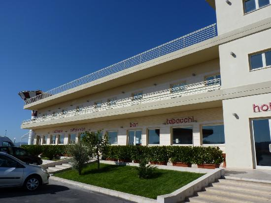 FastmHotel: Hotel Exterior