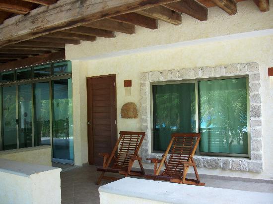 Pesca Maya Fishing Lodge: Robinson House terrace backyard