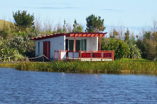 Wai Hou Oma Lodge: Studio Lodge across the lake