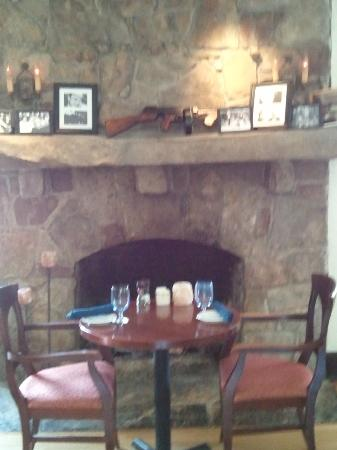 High Point Restaurant: Fireplace near bar