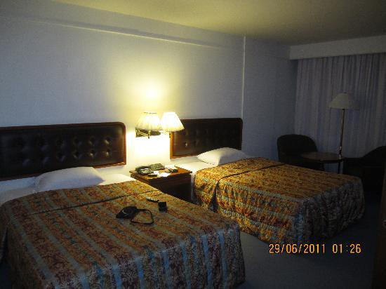 โรงแรมทวินทาวเวอร์: twin room