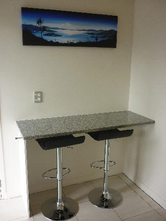 โรงแรมโพนาโม: Kitchen Studio - Breakfast Bar