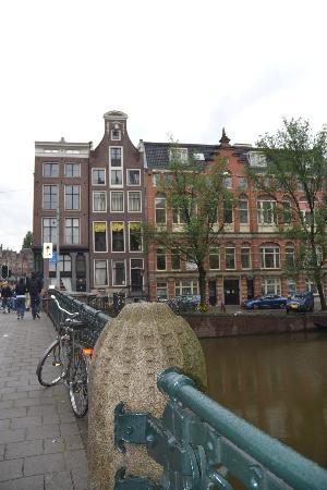 Rho Hotel: rue et canal