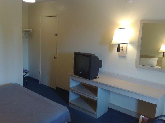 Motel 6 Portland South - Lake Oswego /Tigard : Room, another view