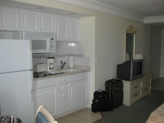 Daytona Beach Resort and Conference Center: kitchen area